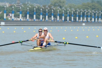 James Foad and Oli Cook take on their first international men's pair race together