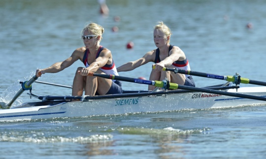 Ruth Walczak (right) and Imogen Walsh - Into the final of the LW2x in Varese